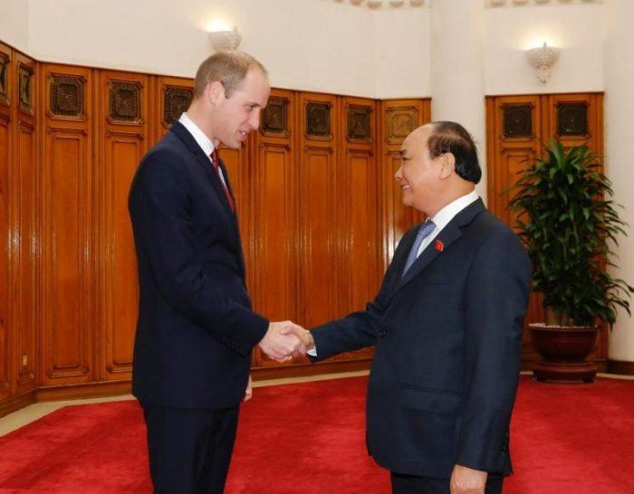 Hoàng tử William và Thủ tướng Nguyễn Xuân Phúc.