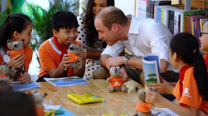 Đọc truyện Im A Little Rhino và trao đổi bài học với các em sau câu truyện.