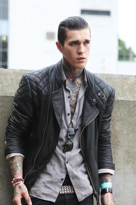 Áo khoác nam Biker Jacket thể hiện sự ngang tàng của một gã đàn ông phong trần.