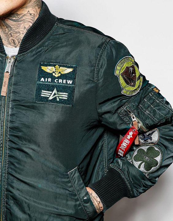 Áo khoác nam Bomber Jacket vốn được thiết kế dành riêng cho phi công trong Thế Chiến để giữ ấm trong những chuyến bay thực hiện nhiệm vụ
