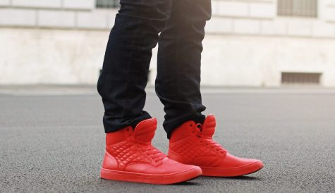 """4 kiểu giày """"chất lừ"""" khi diện cùng quần jeans nam đen"""
