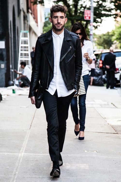 Một trong những set đồ nam kinh điển không thể bỏ qua là áo khoác da