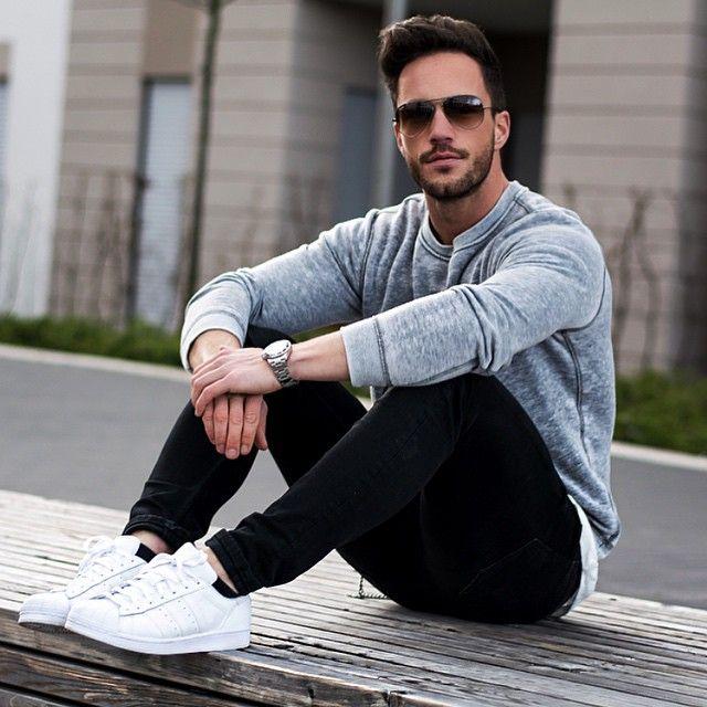 Quần Jeans nam đen và Sneaker trắng