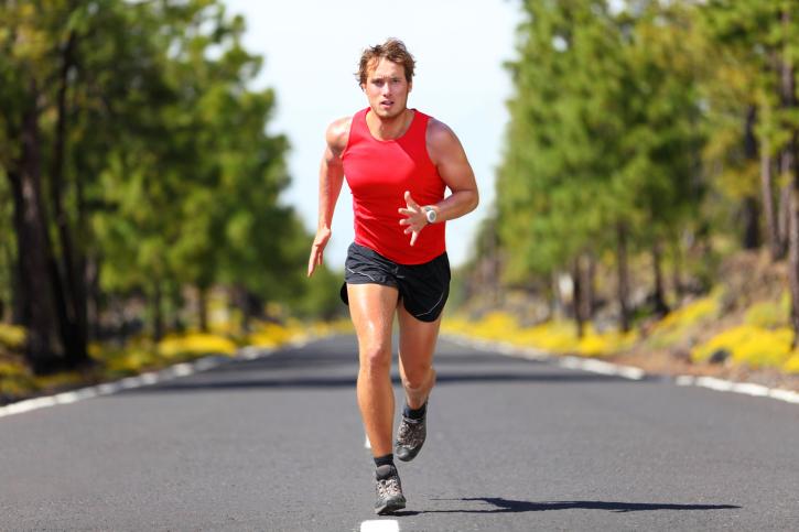 Chạy bộ sẽ giúp bạn có được cơ thể chắc khỏe và tránh xa tình trạng bụng bia xấu xí gây ra bởi các thói quen xấu nơi văn phòng