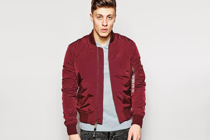 Có cô gái nào có thể từ chối chàng trai với chiếc áo khoác Bomber màu đỏ ấm áp như thế này