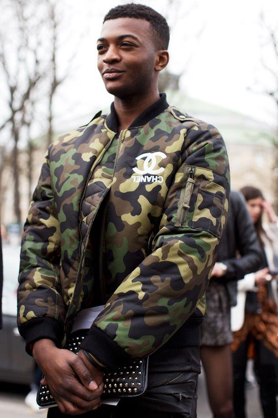 Tinh tế và nam tính với áo khoác Bomber họa tiết Camo