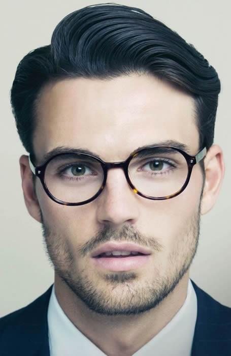 Kiểu tóc nam đẹp Side-Swept Quiff đích thị dành cho những quý ông trầm mặc, lịch lãm theo phong cách Classic