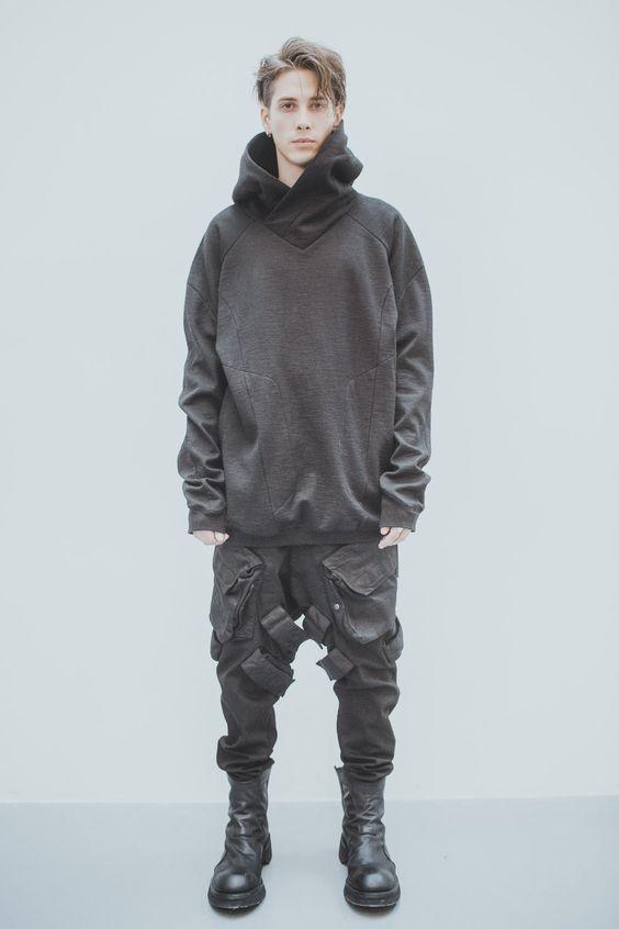 Đây là một trong những kiểu biến tấu áo khoác Hoodie Oversized thực sự ấn tượng