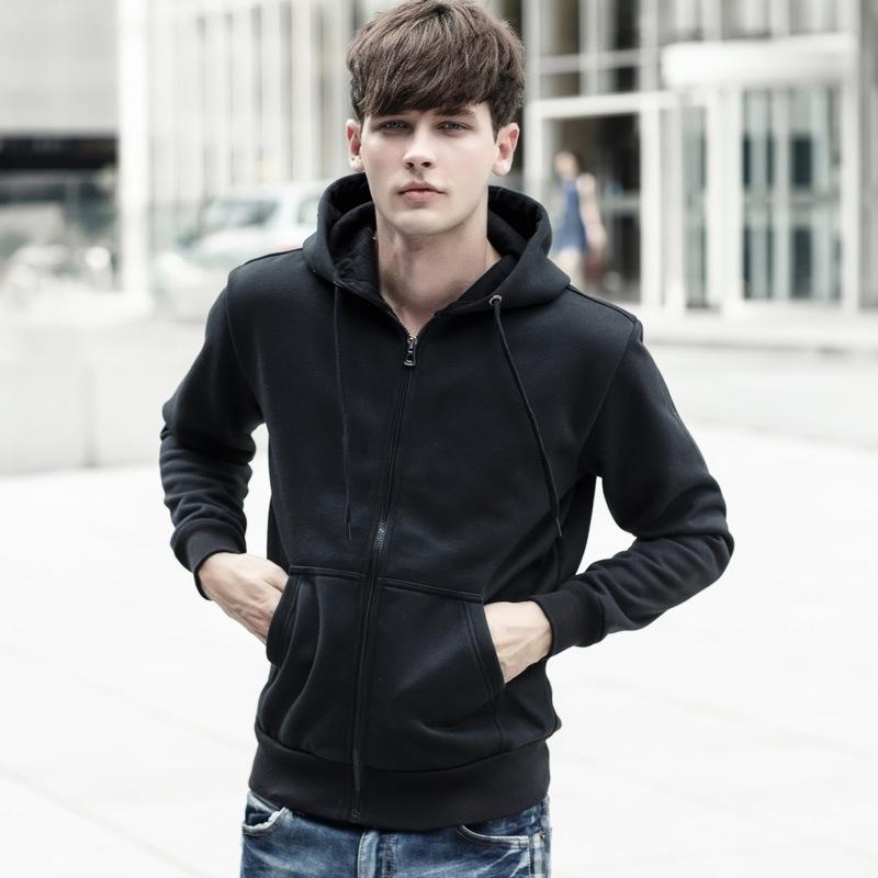 Chiếc áo khoác Hoodie cơ bản thường có màu đen và xám