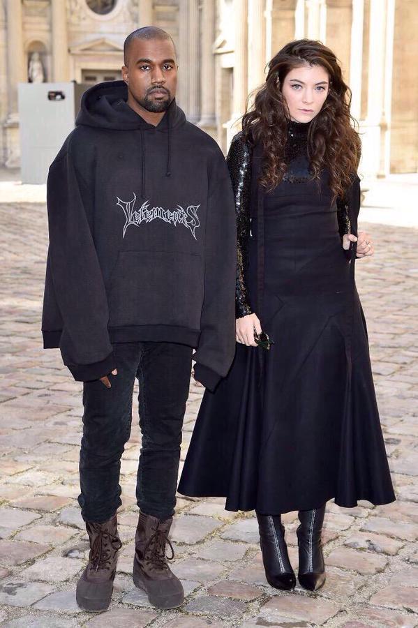 Kanye West chính là người đã đưa áo khoác Hoodie Oversized lên một tầm cao mới