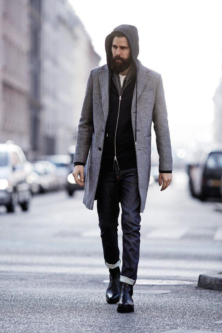 Lịch lãm với chiếc Coat dày dặn khoác ngoài áo khoác Hoodie. Thật ra dáng quý ông lịch lãm phải không nào