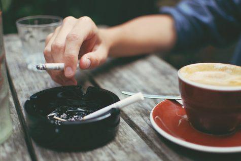 Sản phẩm làm trắng răng hiệu quả nhất: Cà phê, thuốc lá