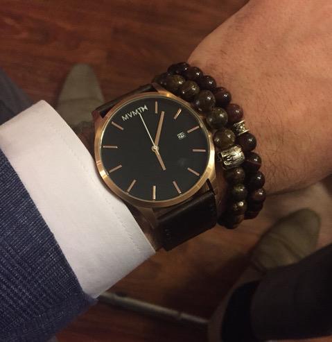 đồng hồ nam MVMT và vòng hat sứ - elle man