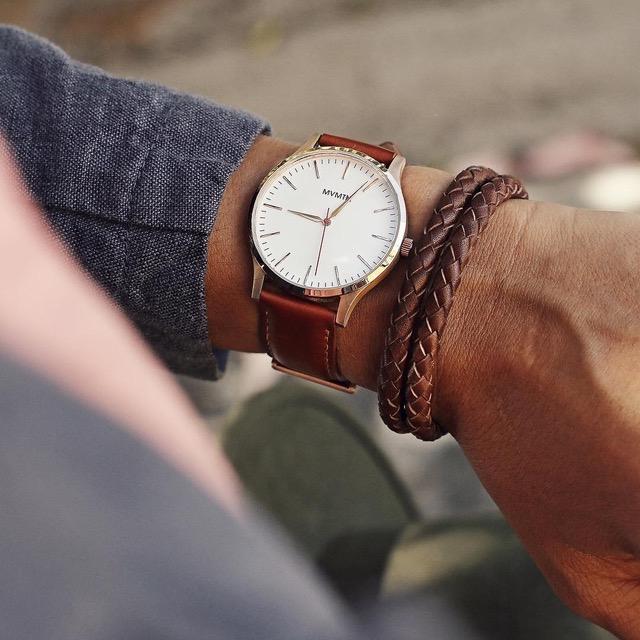 đồng hồ nam MVMT và vòng braid da - elle man