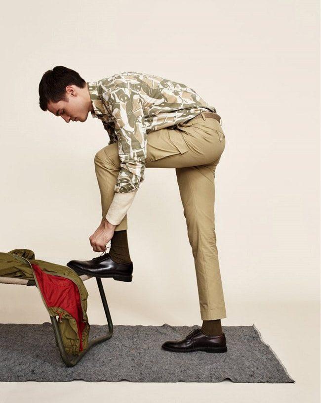quần túi hộp - Phom dáng cắt may gọn ghẽ chính là điểm khác biệt và cải tiến lớn nhất so vớ i thập niên 90. - elle man