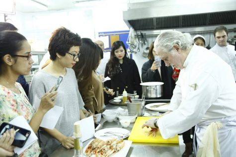 bếp trưởng 2** Michelin Alain Dutournier sẽ trình diễn tinh hoa nghệ thuật ẩm thực Pháp trong buổi dạy nấu ăn đặc biệt được tổ chức tại Press Club, Hà Nội