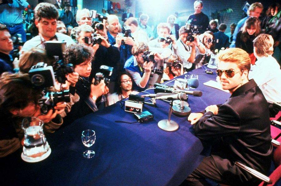 Tại họp báo tour lưu diễn tại Nhật Bản, 1988.