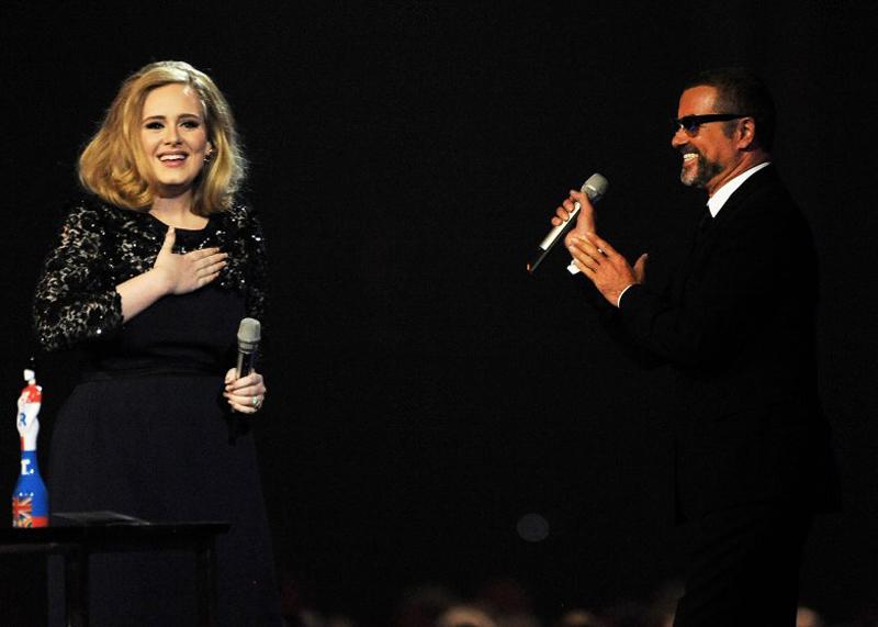Trao giả thưởng Best Album award cho nữ ca sĩ Adele tại sân vận động O2 Arena (21/02/2012)
