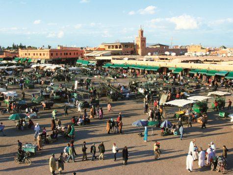 Khung cảnh náo nhiệt trên quảng trường Djemma El Fna sống động như đoạn phim tư liệu