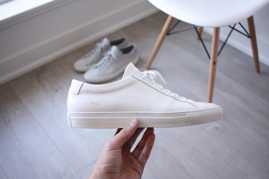xu hướng thời trang - sneakers trắng - elle man