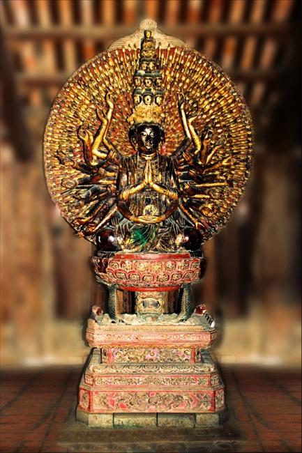 tượng phật khổng lồ, Bồ tát Quan Thế Âm thiên thủ thiên nhãn - elle man 1