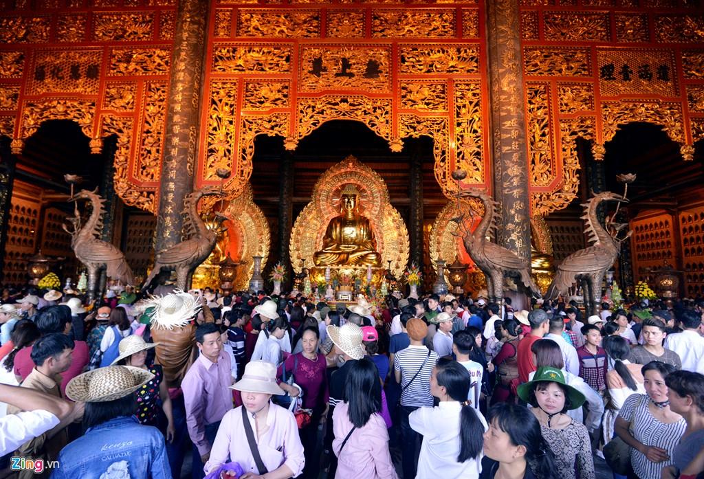 tượng phật khổng lồ, Phật Thích Ca bằng đồng dát vàng - elle man 3