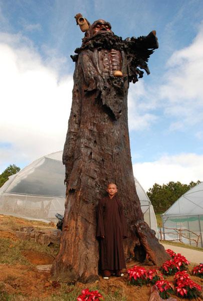 tượng phật khổng lồ, Tượng Bồ Đề Đạt Ma bằng gỗ sao - elle man 6
