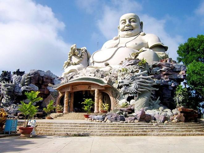 tượng phật khổng lồ, Tượng Phật Di Lặc - elle man 9