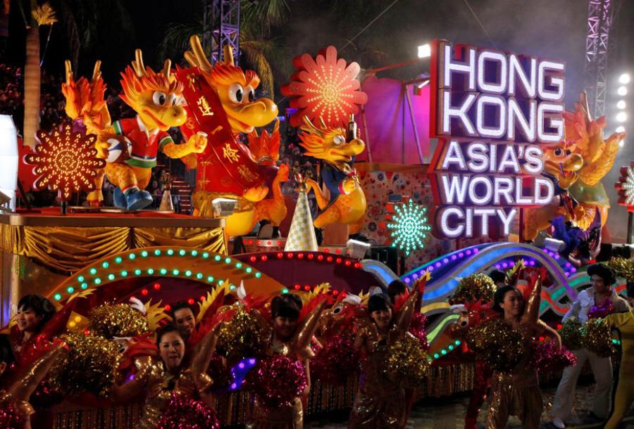 Hong Kong - new year's eve parade 1 - elle man
