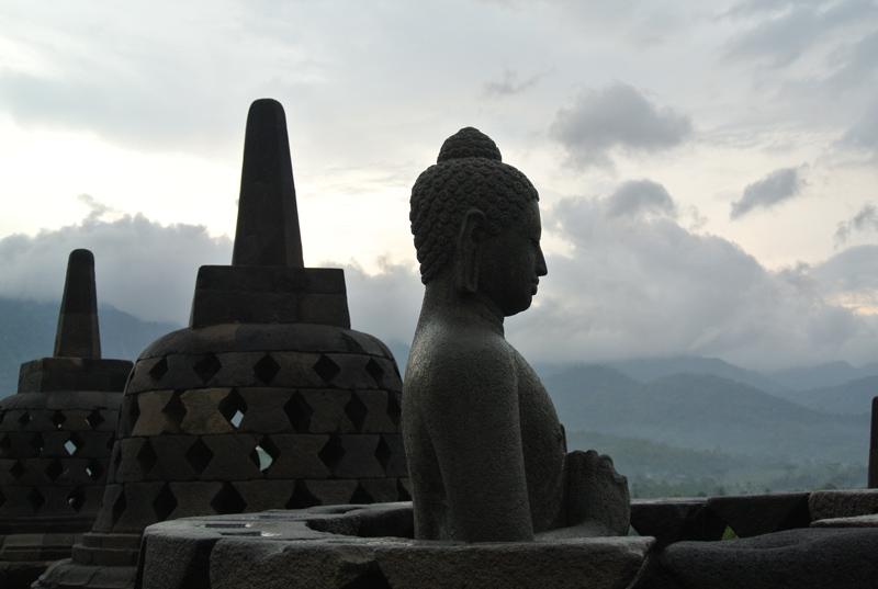 du lịch châu Á - Indonesia Borobudur 2 - elle man