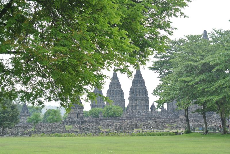du lịch châu Á - Indonesia Prambanan 2 - elle man