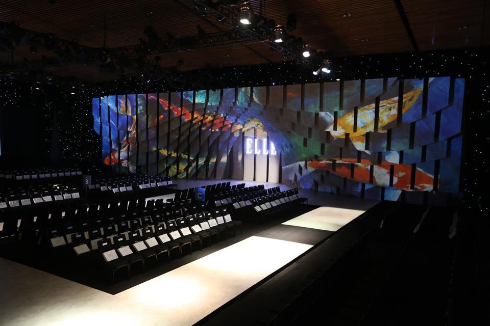 Sân khấu ELLE Fashion Show 2016.