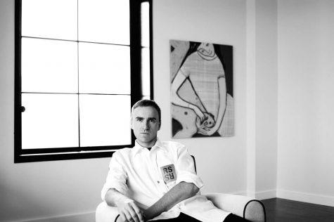 Raf Simons hé lộ logo mới của Calvin Klein