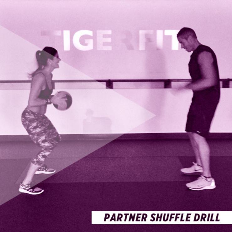 bài tập thể dục cho cặp đôi - chuyền banh - elle man
