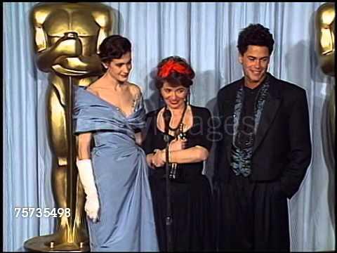 Thời trang Oscar - Quần xếp ly dài đến gót chân của Rob Lowe