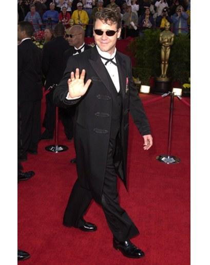 Thời trang Oscar - Russell Crowe Oscar 2001