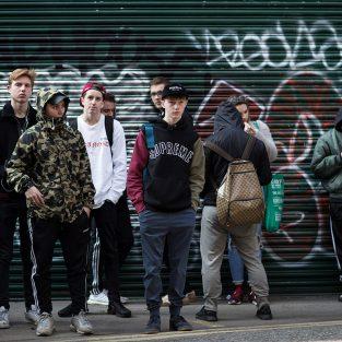 Ngắm nhìn street style tại 4 kinh đô thời trang trong ngày ra mắt Lacoste x Supreme