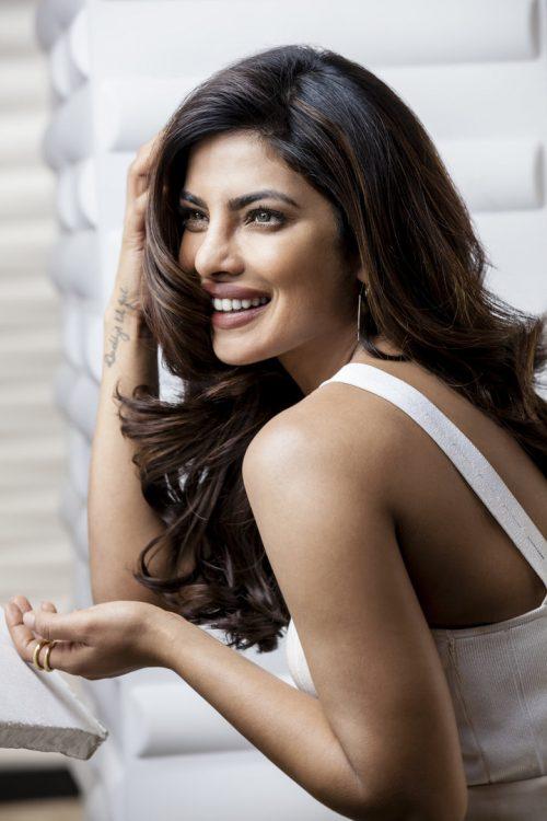 """priyanka-chopra-elle-man-19-e1491390062895 Priyanka Chopra, """"người phụ nữ đẹp"""" thứ nhì thế giới"""