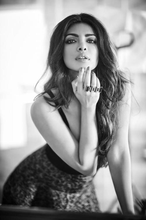 """priyanka-chopra-elle-man-29 Priyanka Chopra, """"người phụ nữ đẹp"""" thứ nhì thế giới"""