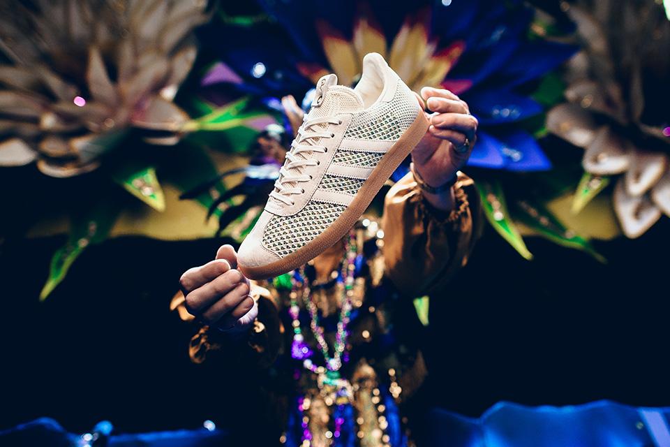 "giay the thao adidas 2017 - Sneaker Politics x adidas Consortium Gazelle ""Mardi Gras"" - elle man 1"
