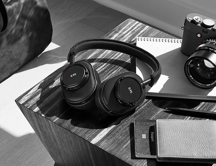 Master & Dynamic x Leica 6