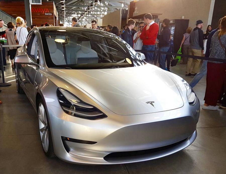 xe hoi dep - Tesla Model 3 - elle man 2