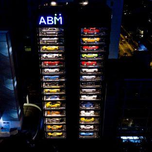 """""""Máy bán siêu xe"""" khổng lồ của Autobahn Motors tại Singapore"""