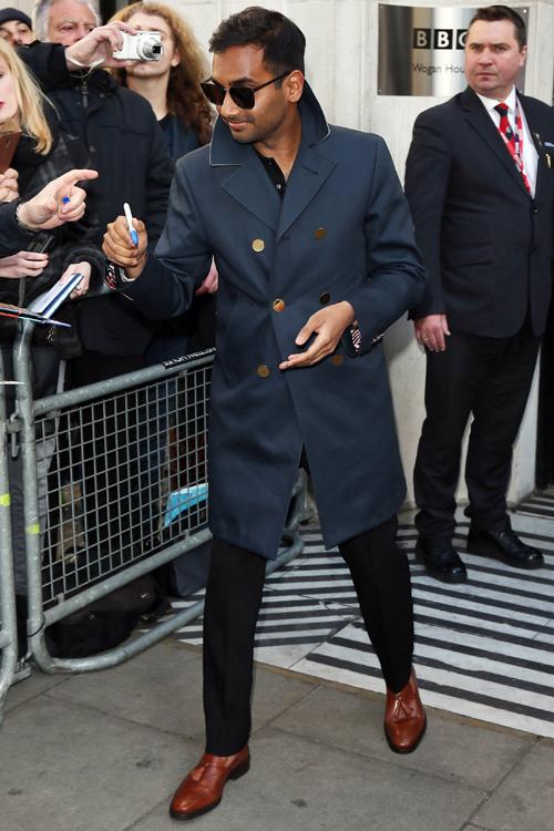 phong cach thoi trang - elle man 3 - Aziz Ansari