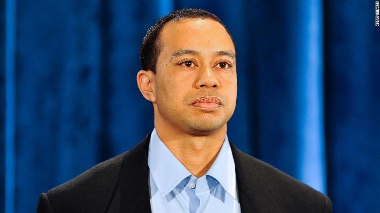 Năm 2010, Woods xuất hiện trên truyền thông để gửi lời xin lỗi tới gia đình và người hâm mộ. Nhưng vợ vẫn quyết tâm ly dị, từ đó là những chuỗi ngày trượt dài trong sự nghiệp.