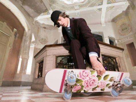 Pitti Uomo 92 với chủ đề vùng đất Wonderland tràn ngập hoa