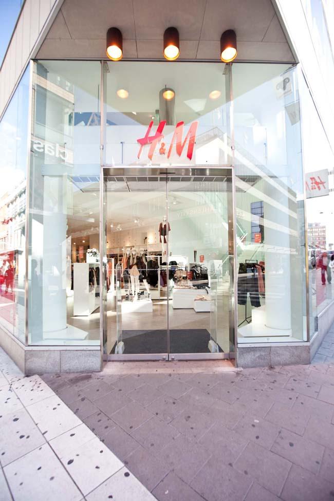 cua hang H&M Sweden - elle man