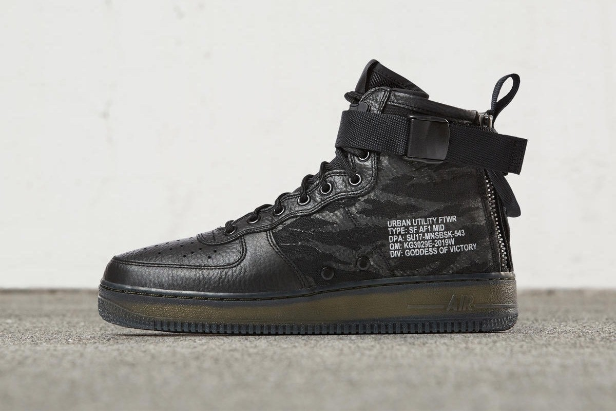 giay the thao tuan 1 thang 6.2017 - Nike SF-AF1 Mid Black - elle man