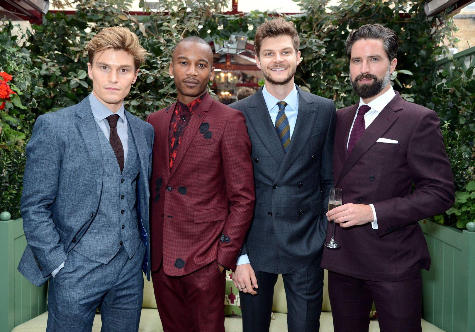 Dàn nam mẫu Oliver Cheshire, Eric Underwood, Jim Chapman và Jack Guinness tại bữa tiệc khởi động Tuần lễ thời trang nam London Xuân-Hè 2018