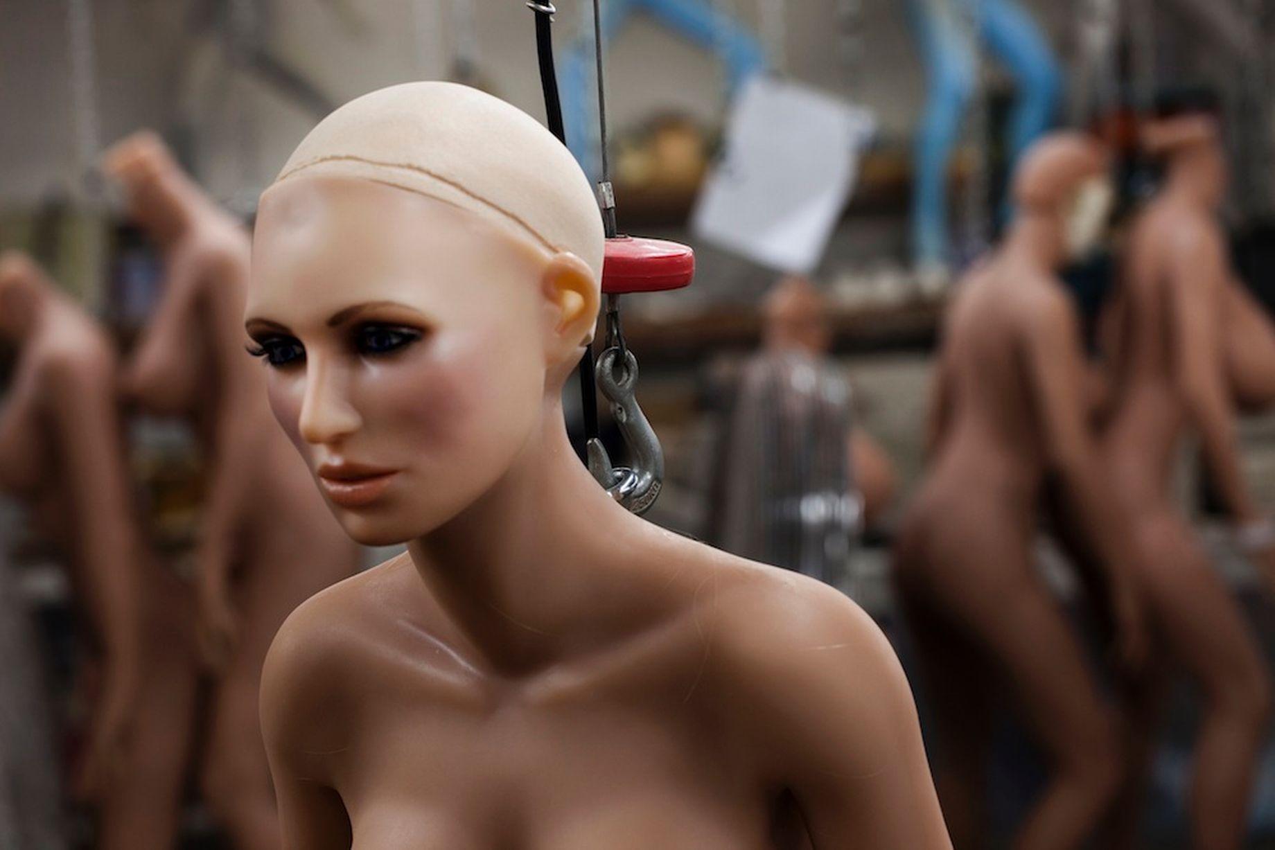 Robot tinh duc - elle man - 3